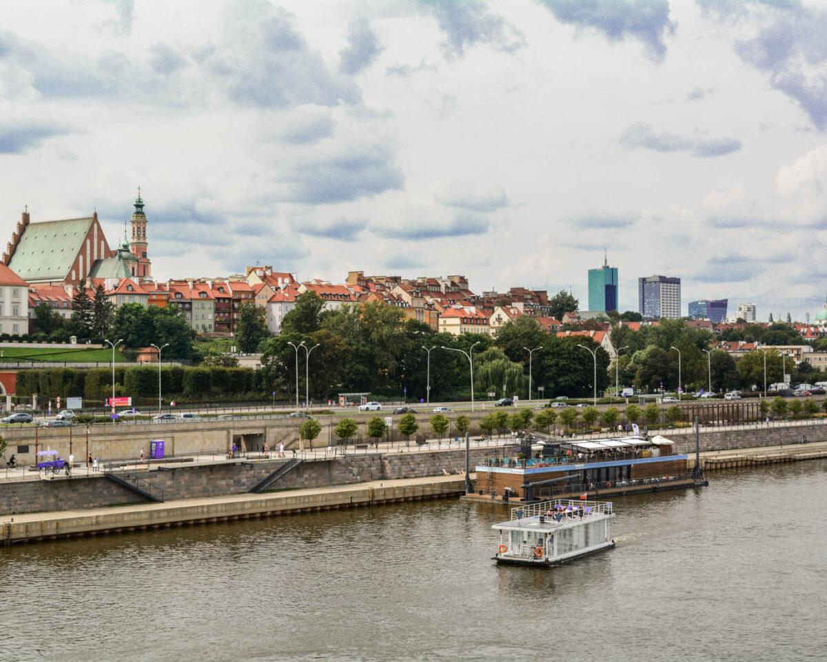 Polonia_Varsovia_PromenadaVistula