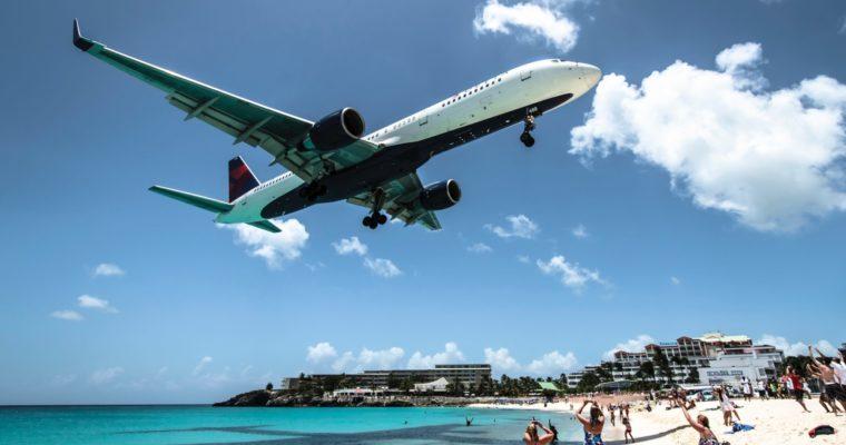 Ghidul primului zbor: de la rezervarea biletelor până la aterizarea la destinație
