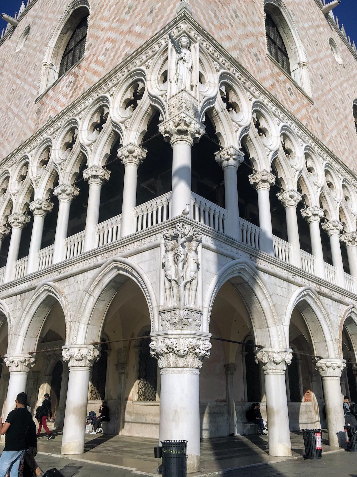 Veneția-Italia-Palatul-Dogilor-loculdelageam
