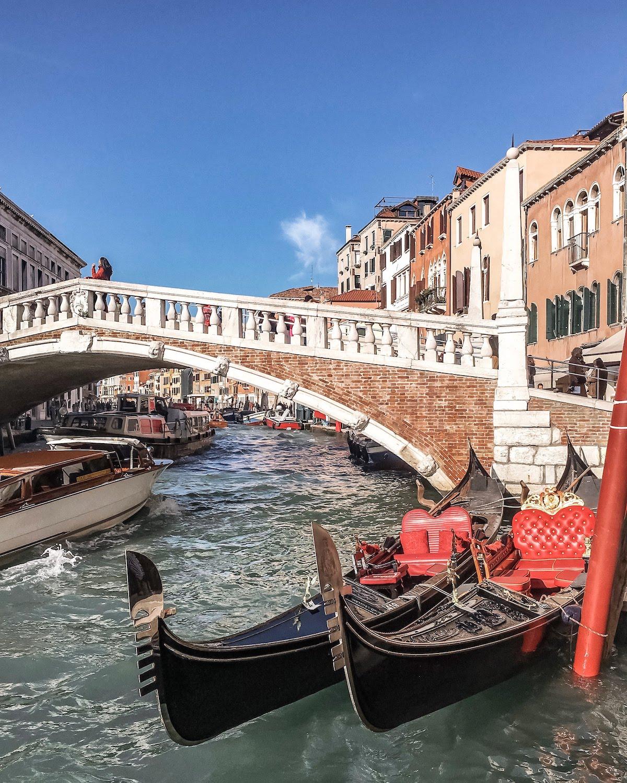 Veneția-Italia-gondole-loculdelageam