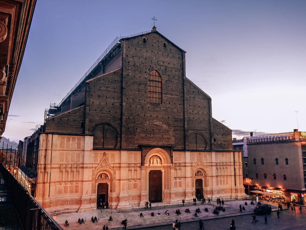 Italia_Bologna_Biserica-San-Petronio_loculdelageam