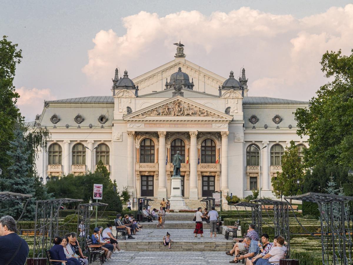 Iași-Teatrul-Național-loculdelageam