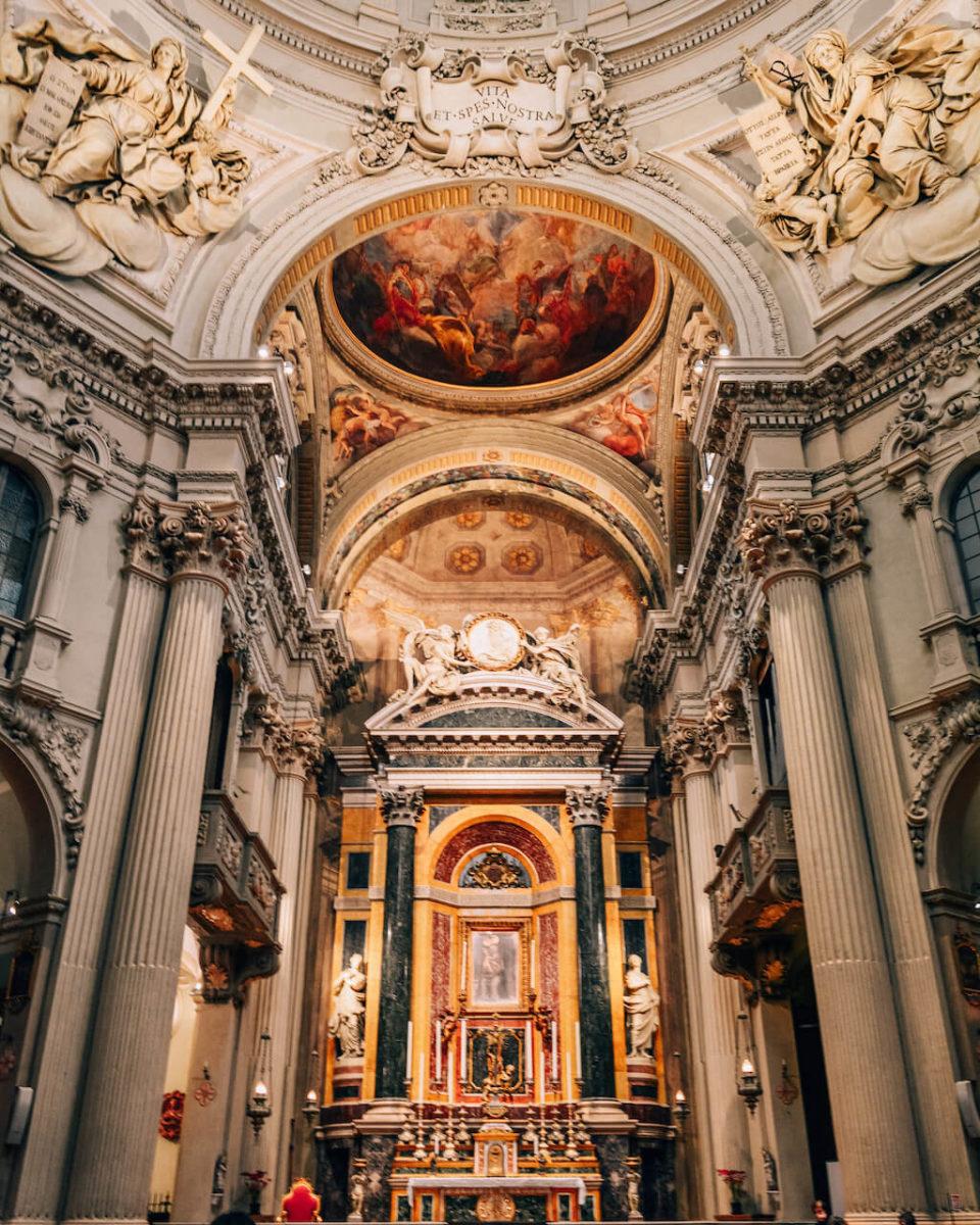 Italia_Bologna_Basilica_loculdelageam