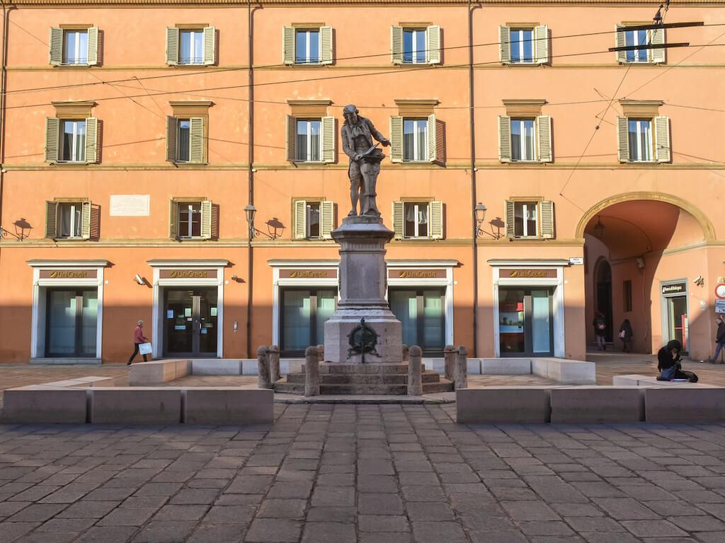 Italia_Bologna_Piazza-Galvani_Ian2020