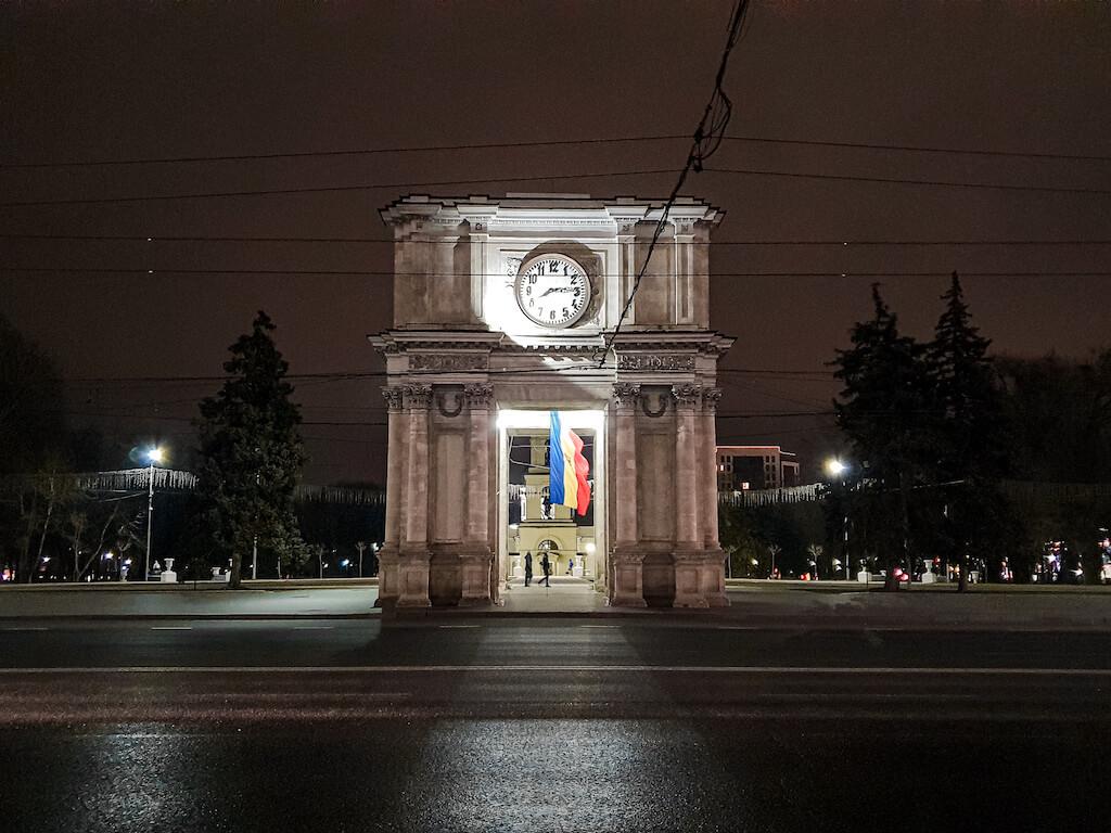 Chisinau-Arcul-Triumf-loculdelageam