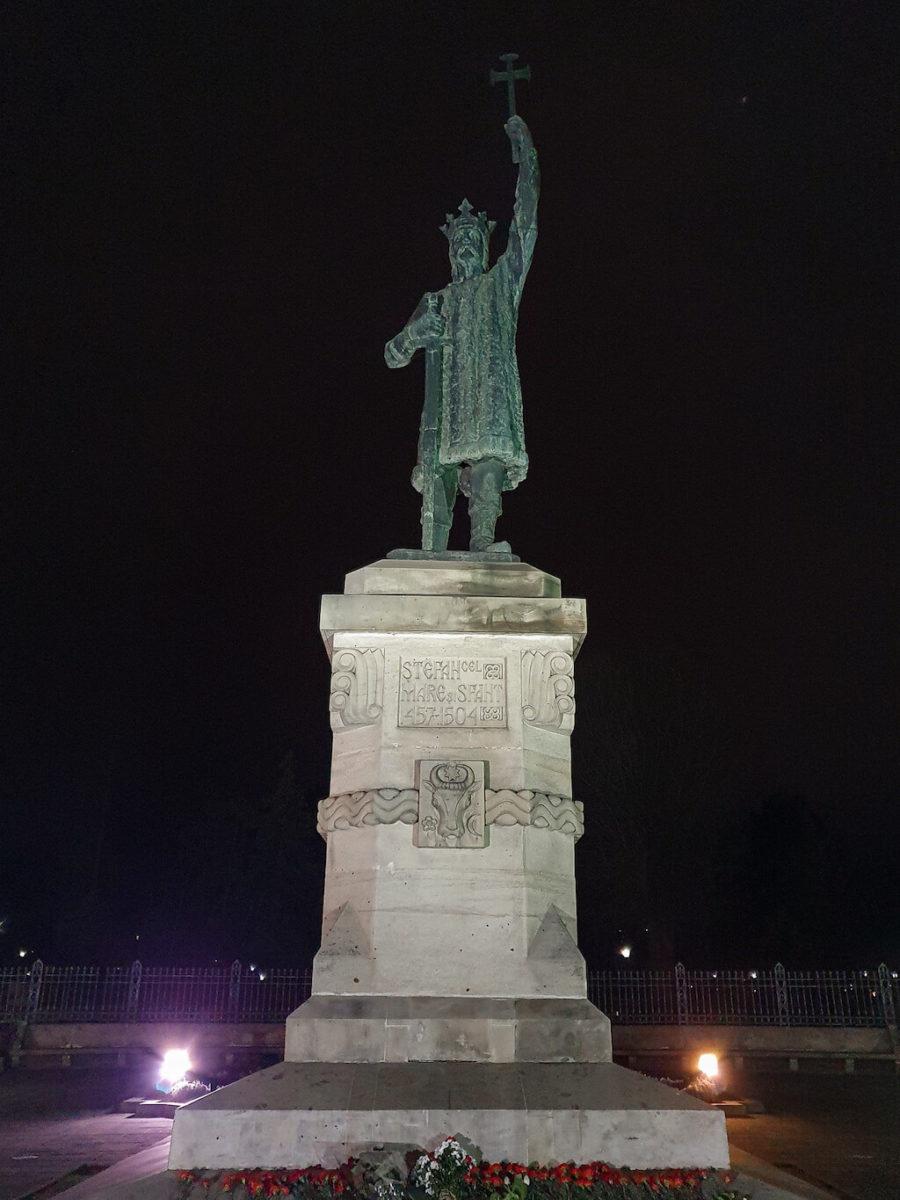 StatuiaStefan-Chisinau-loculdelageam17