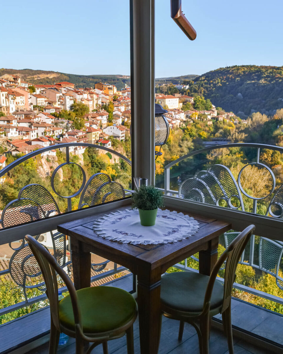 Veliko-Tarnovo-vacanta-Bulgaria-loculdelageam
