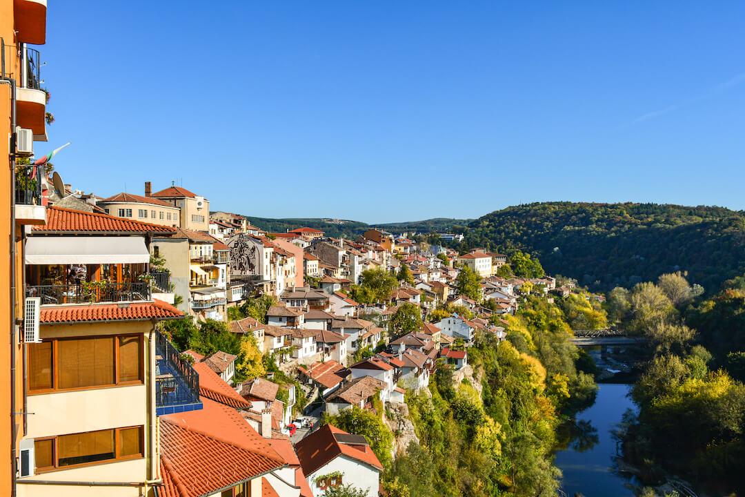 Veliko-Tarnovo-vacanta-Bulgaria-loculdelageam-6