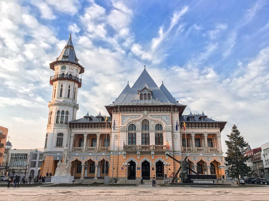 Buzau-Palatul-Comunal-obiective-turistice-vizita-locul-de-la-geam