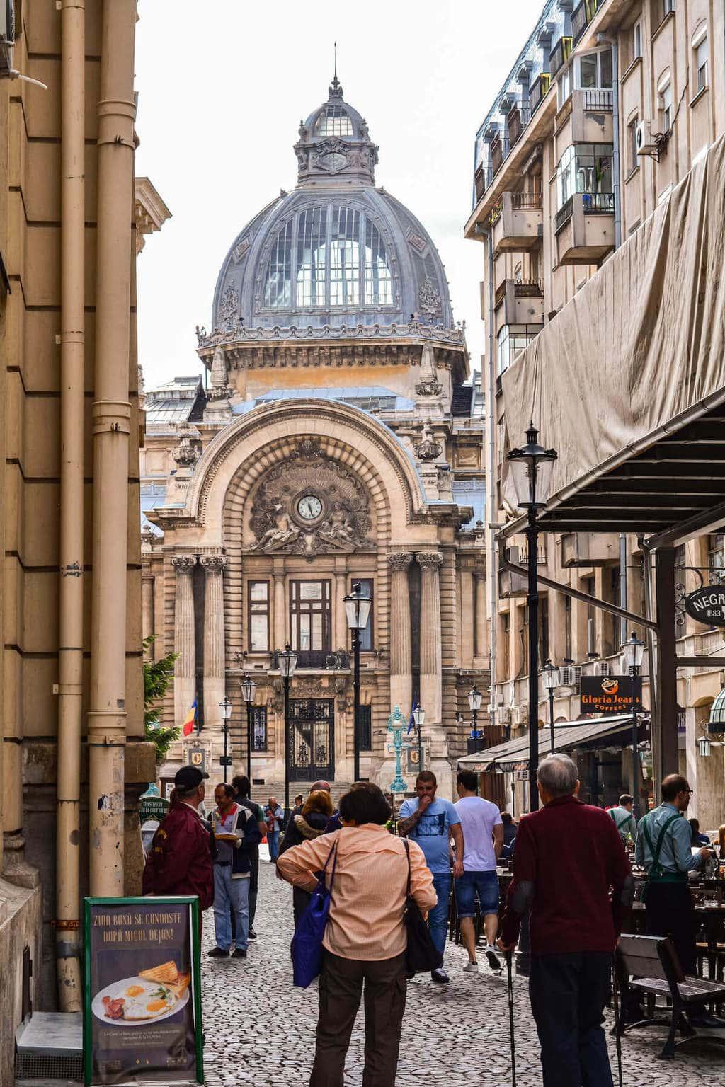 palatul-cec-centrul-vechi-bucuresti-turist-vizita-locul-de-la-geam