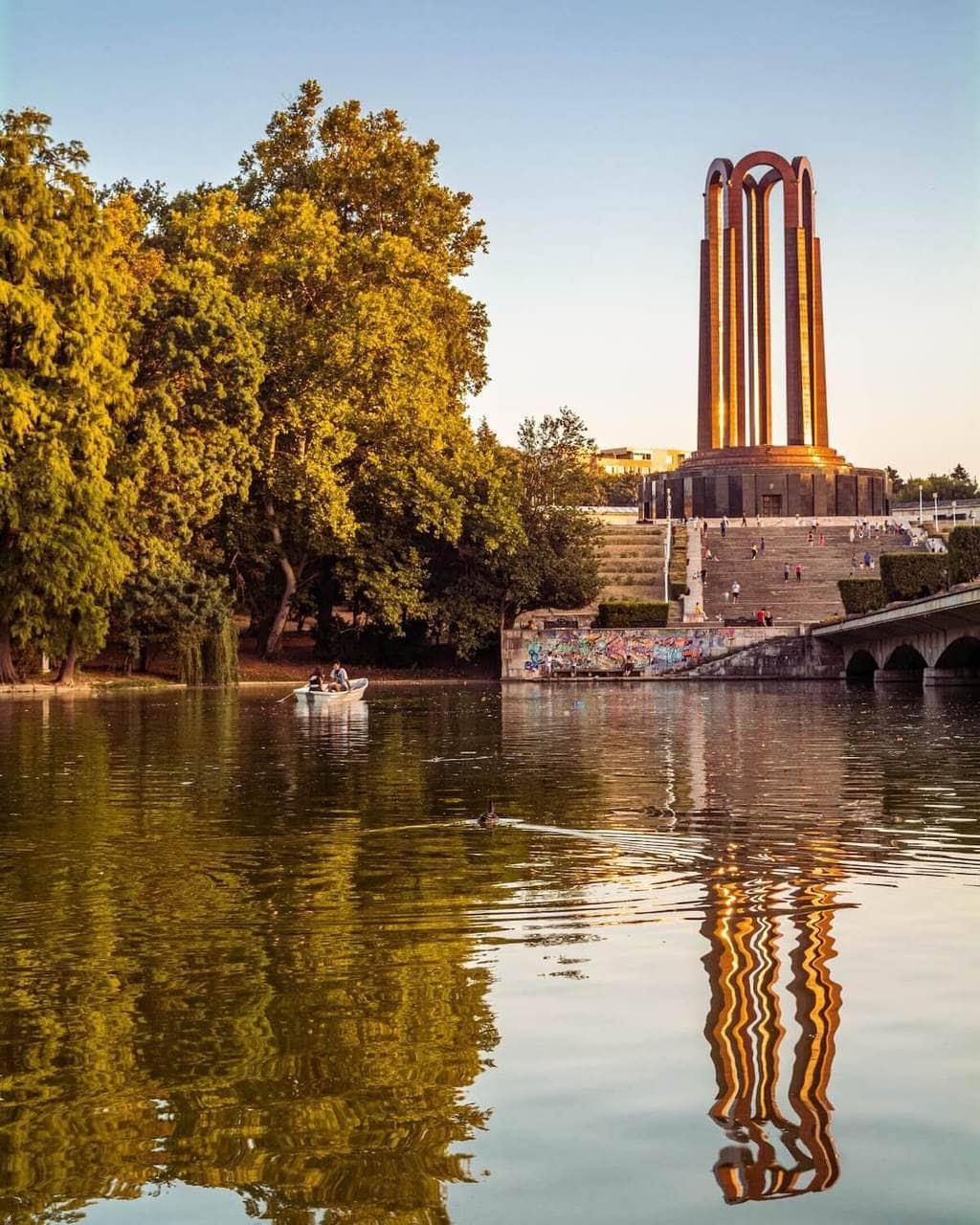 parcul-carol-bucuresti-turist-vizita-locul-de-la-geam